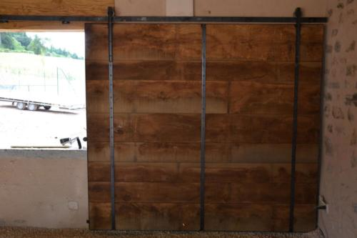 Portail en bois brut